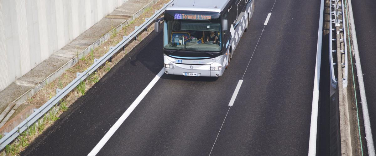 Les Mureaux, France, Bus in mobility